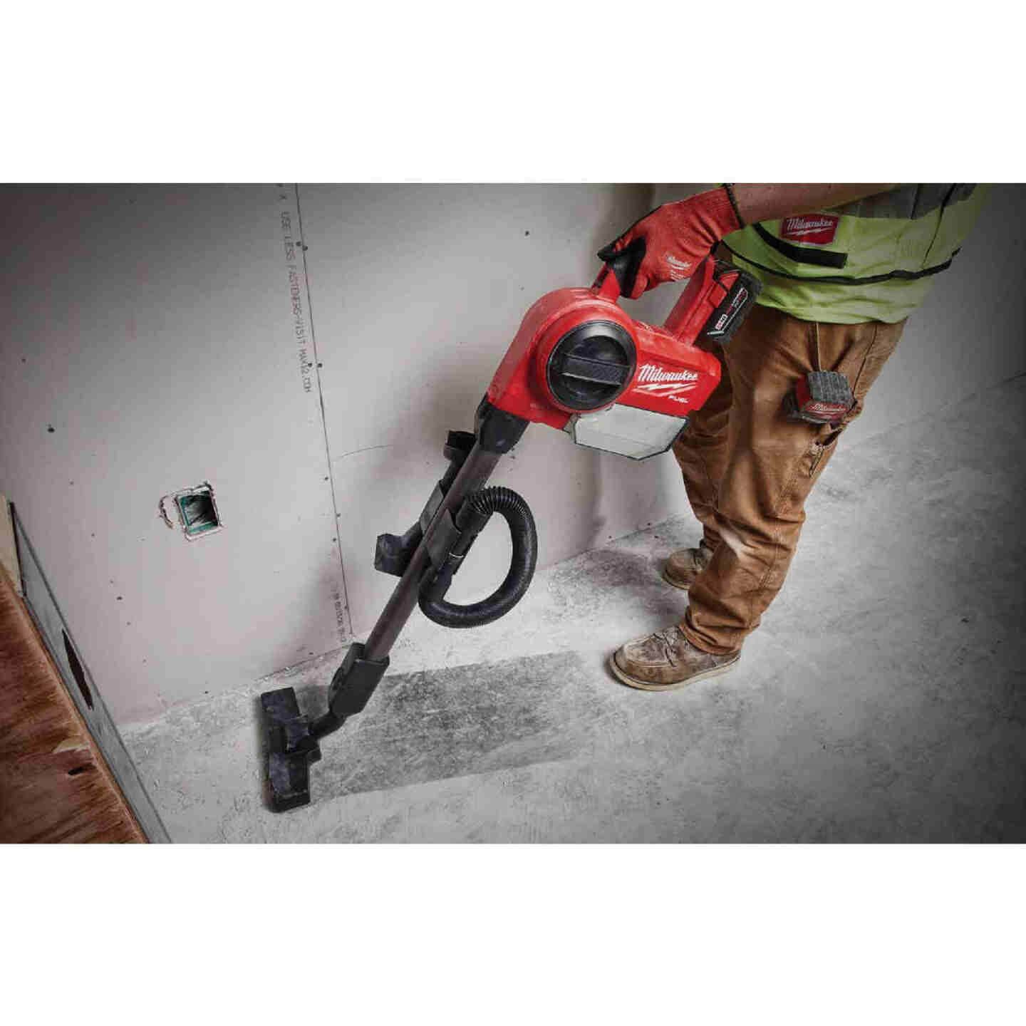 Milwaukee M18 FUEL 18 Volt Lithium-Ion Brushless Cordless 0.25 Gal Compact Wet/Dry Vacuum (Bare Tool) Image 2