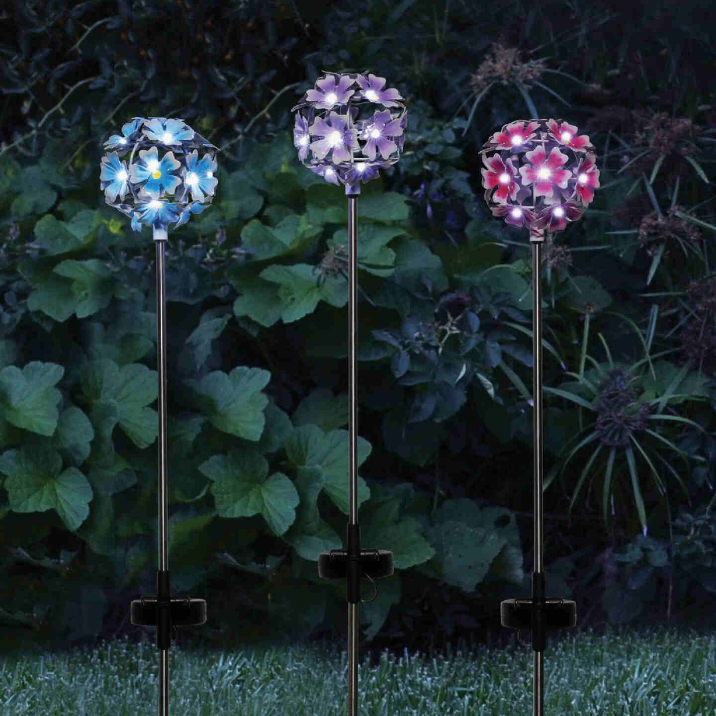 Alpine Metal 33 In. H. Hydrangea Ball Solar Stake Light Image 2